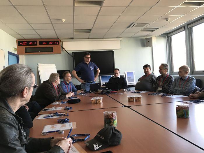 Andreas Voigt stellt neue technische Merkmale der Eutelsat Bodenstation vor